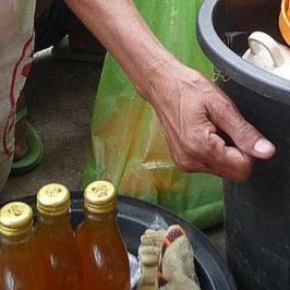 PHILIPPINEN REISEN BLOG - Honigverkäuferin auf der Straße Foto: Sir Dieter Sokoll KR