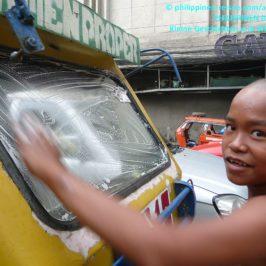 PHILIPPINEN REISEN KLUB - Job eines Straßenkindes Foto: Sir Dieter Sokoll KRPHILIPPINEN REISEN KLUB - Job eines Straßenkindes Foto: Sir Dieter Sokoll KR