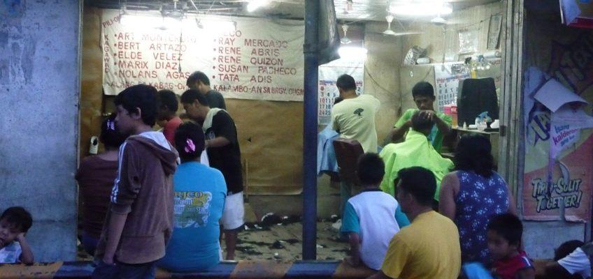 PHILIPPINEN REISEN BLOG - Beim Herrenfrisör im Barangay Foto: Sir Dieter Sokoll KR