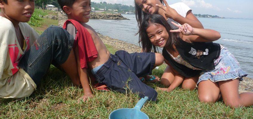 PHILIPPINEN BLOG - Lachende Kinder die nichts zu lachen haben Foto: Sir Dieter Sokoll KR