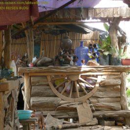 PHILIPPINEN REISEN BLOG - Gartenmöbel aus Naturholz Foto: Sir Dieter Sokoll KRPHILIPPINEN REISEN BLOG - Gartenmöbel aus Naturholz Foto: Sir Dieter Sokoll KR