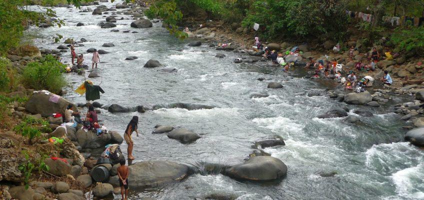 Alltagsleben - Waschtag am Fluss