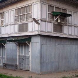 PHILIPPINEN REISEN BLOG - Alte Häuser und die Abendmesse Foto: Sir Dieter Sokoll KR