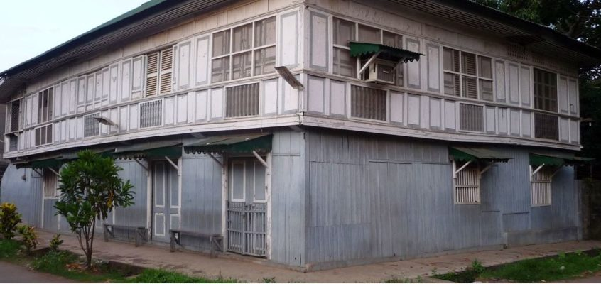 Alte Häuser und die Abendmesse