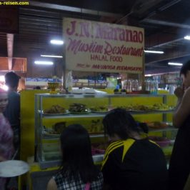 Essen und Trinken auf dem Markt
