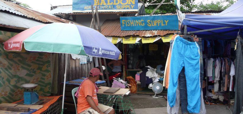 Einkauf für die Farm am Markt in Balingasag, Misamis Oriental, Mindanao
