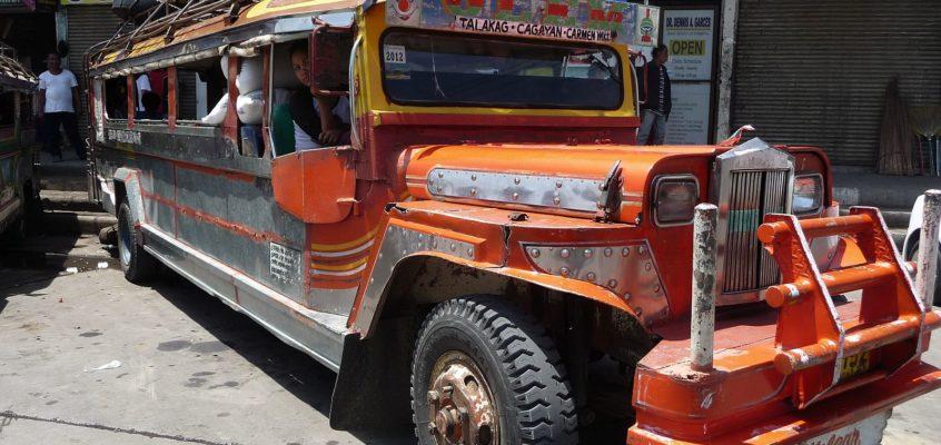 Jeepney Terminal am Markt