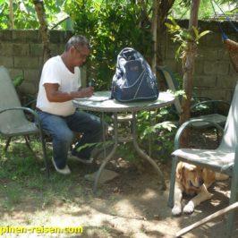 Philippinen - städtischer Tierarzt kommt zur Tollwutimpfung