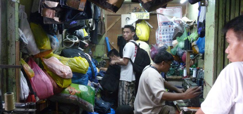 Kleine Handwerker und ihre Geschäfte auf dem Markt