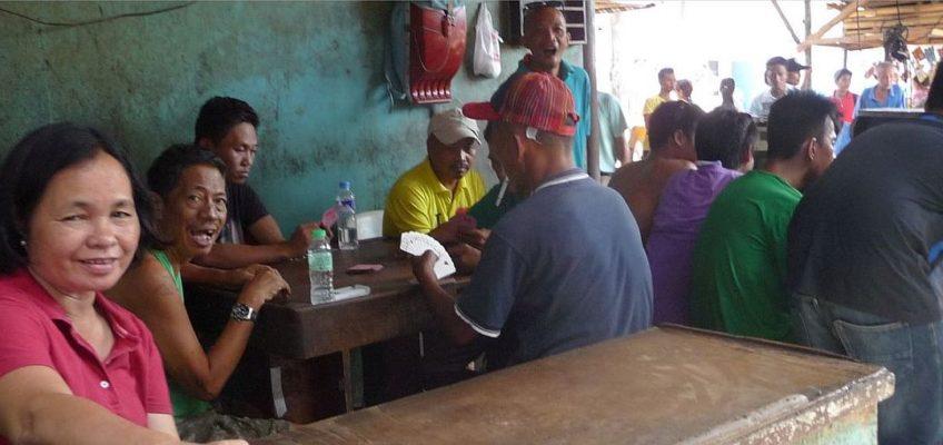 PHILIPPINEN REISEN BLOG - Arbeitspause rund um den Markt Foto: Sir Dieter Sokoll KR