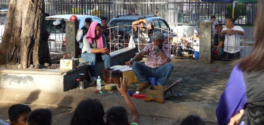 Der Kräutermedizin-Verkäufer im Park