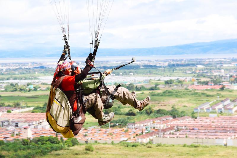 FREIZEIT: Paragliding in Carmona – Cavite