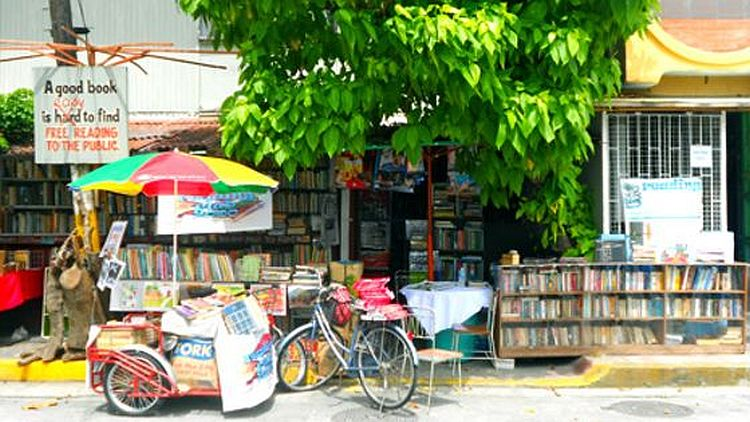 LEUTE – Moderner Held – 63-jähriger Mann betreibt öffentliche Bücherei von Daheim
