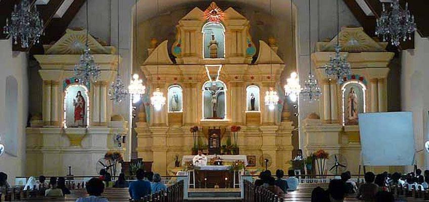PHILIPPINEN REISEN BLOG - Die kliein, Jahrhunderte alte Kirche von Tayum in Abra