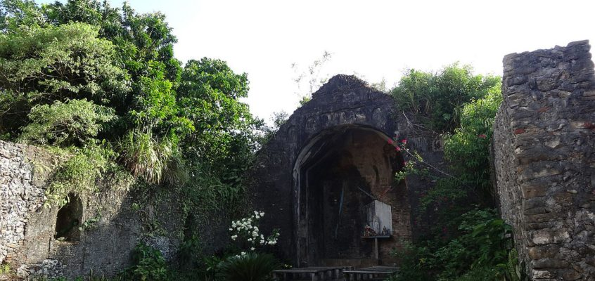 Die alten Kirchenruinen von Pudtol in Apayao