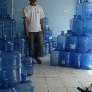 Aufbereitetes Trinkwasser in der Stadt von Wasser-Shops