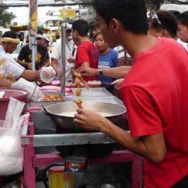 PHILIPPINEN REISEN BLOG - Streefood auf den Strassen von Divisoria in Cagayan de Oro Foto: Dieter Sokoll