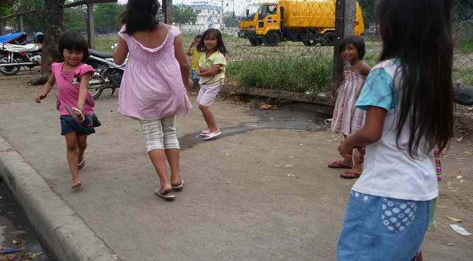 "Das Kinderspiel ""Tambo Lata"""