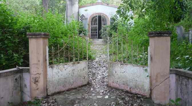 Eine kleine, alte Kapelle verliert ihren Besitzer