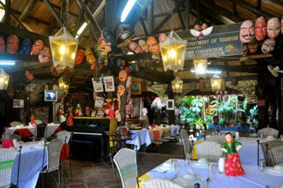Frosch und Schlange auf der Speisekarte in Rizal