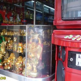 PHILIPPINEN BLOG - Ein Akustik-Shop mit Karaokeanlagen und chinesischen Glücksbringern Foto: Sir Dieter Sokoll KR