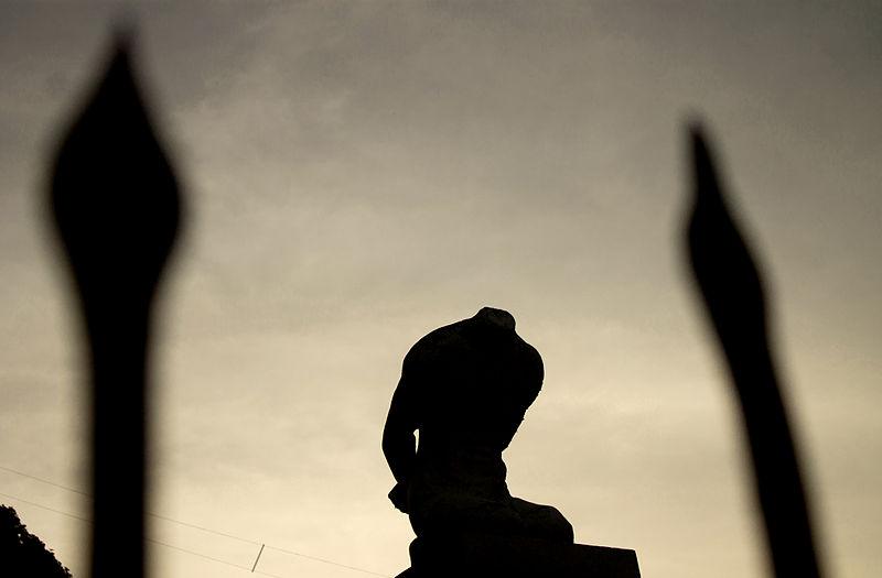 Die kopflose Statue von Legazpi