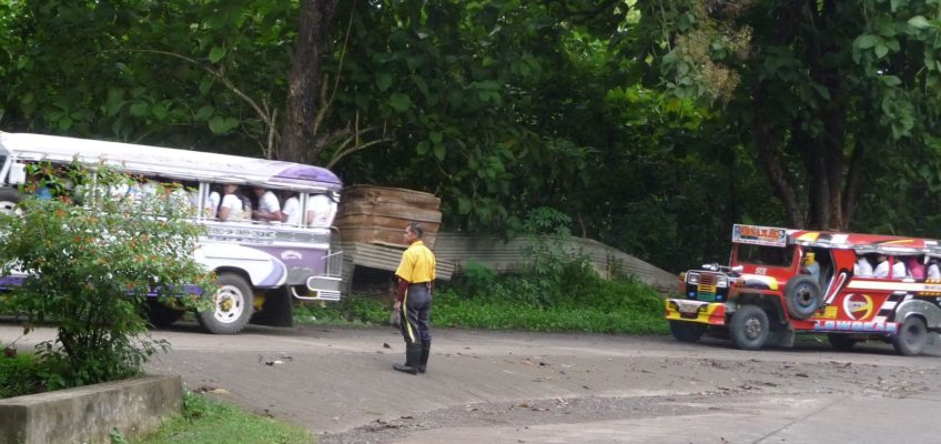 PHILIPPINEN REISEN BLOG - Schulkindertransport zur Wiederaufforstung Foto: Sir Dieter Sokoll KR