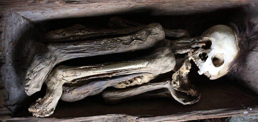 UNGEWÖHNLICHE FRIEDHÖFE: Die Feuer-Mumien der Kabayan Bestattungshöhlen