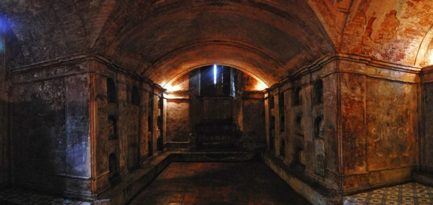FRIEDHÖFE – Nagcarlan Underground Cemetery