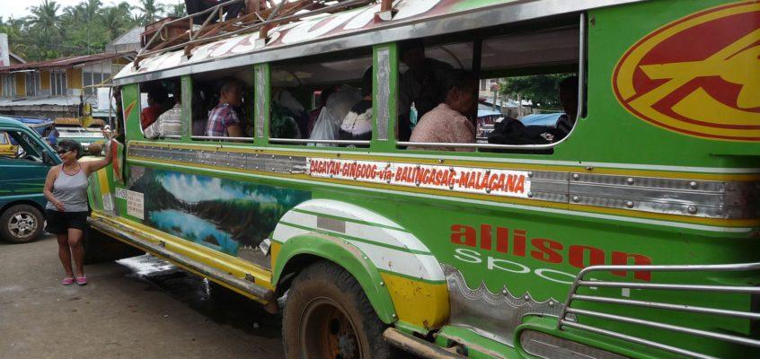 Über Land mit dem Jeepney