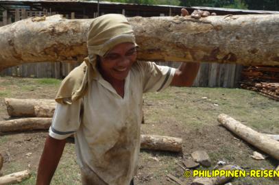 PHILIPPINEN REISEN BLOG - Auf dem Holzplatz und der Sägemühle Foto von Sir Dieter Sokoll