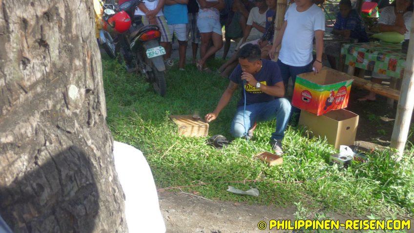 PHILIPPINEN REISEN BLOG - Malatapay Markt - Marktschreier- Der magische Stein Foto von Sir Dieter Sokoll