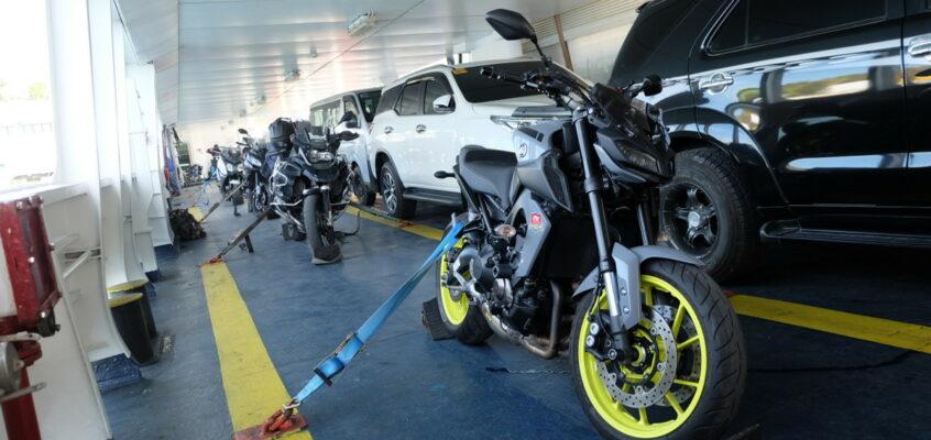 Motorradfreunde in den Philippinen nutzen RoRo