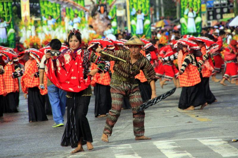 PHILIPPINEN REISEN - FESTE/FESTIVALS - Das T'nalak Festival